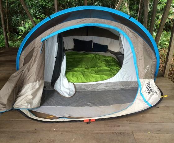 Ein gemütliches Zelt beim Camping auf Nosy Mangabe